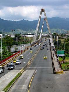 Viaducto César Gaviria Trujillo. Pereira. Crédito Milton Ramírez (@FOTOMILTON) Mincultura 2012.