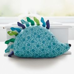 Make a cute cuddly toy hedgehog with this free sewing pattern! Find more gorgeous craft projects over on prima.co.uk