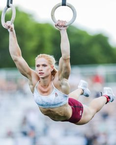 Annie Thorisdottir: 2018 CrossFit Games, 30 Muscle Ups Human Reference, Female Reference, Photo Reference, Anatomy Reference, Bodybuilding, Anatomy Poses, Figure Poses, Dynamic Poses, Character Poses