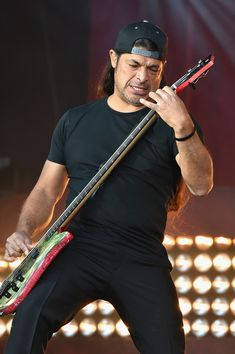 Robert Trujillo Photos Photos - Robert Trujillo of Metallica performs onstage at the 2016 Global Citizen Festival In Central Park To End Extreme Poverty By 2030 at Central Park on September 24, 2016 in New York City. - 2016 Global Citizen Festival in Central Park to End Extreme Poverty by 2030 - Show