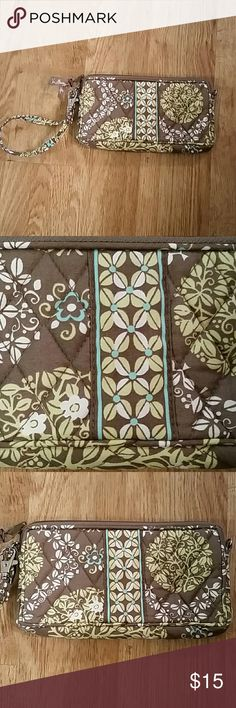 NWOT Vera Bradley Wrislet bluebird in tree pattern Never used brand new Vera Bradley Wrislet with bluebird in a tree pattern (Consider bundling to get more value out of the cost of Shipping and feel free to make offers on bundles) Thank you for visiting my closet!! SMOKE FREE CLEAN HOME Vera Bradley Bags Clutches & Wristlets