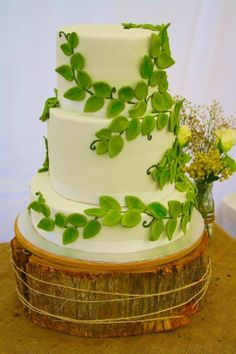 forest wedding cake | Enchanted forest wedding cake / Nature theme / fern wedding cake