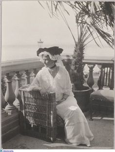 Alexandra Feodorovna Romanova on the balcony of lower Dacha-Aleksandria-Peterhof, 1914