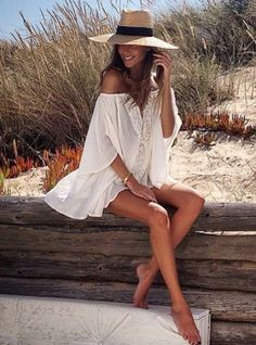 Pretty beach cover-up with cute straw sun hat. - Pretty beach cover-up with cute straw sun hat. Pretty beach cover-up with cute straw - Beach Photography Poses, Beach Poses, Beach Shoot, Summer Photography, Lifestyle Photography, Mode Hippie, Mode Boho, Surfergirl Style, Outfit Strand
