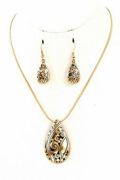 Metal teardrop filigree pendant necklace set.#salediem #jewelry #gold #accessories