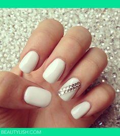 I love white nails <3