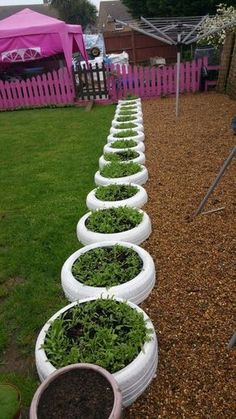 DIY Ideas With Old Tires - Tire Planter Edging - Rustic Farmhouse Decor Tutorial.DIY Ideas With Old Tires - Tire Planter Edging - Rustic Farmhouse Decor Tutorials and Projects Made With An Old Tire - Easy Vintage Shelving, Wall Art. Tire Garden, Garden Care, Garden Bed, Garden Plants, Outdoor Projects, Garden Projects, Diy Projects, Outdoor Decor, Vintage Shelving