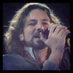 Listening Jeremy and then i saw this face. Lovely Eddy. I so love Pearl Jam ♥
