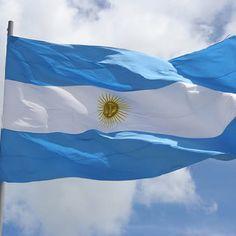 Salve Argentina, bandera azul y blanca...