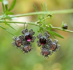 Multistone Jewelry, Garnet Sunstone Ring, Garnet Sunstone Earrings, Filigree Multistone Silver Set, Natural Cabochon Gemstones, Handmade Sterling Silver Jewelry Set. Wonderful jewelry of Russian master filigree works. Very gentle and delicate set with natural garnet and sunstone. Ring and earrings looks very good and gives the impression of delicate swirls. It is completely handmade jewelers without casting and stamping!  Garnet - a beautiful and sensual favorite of many women is considered…