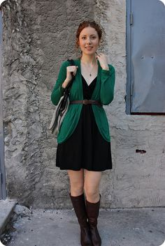 Long bright sweater + respectable neutrals! Helps that she's gorgeous, of course. :) #emerald #black