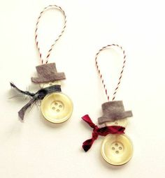 Crafting ideas for Christmas buttons The post 100 great Christmas crafting ideas! appeared first on advent calendar ideas. Christmas Makes, Christmas Crafts For Kids, Homemade Christmas, Rustic Christmas, Christmas Projects, Holiday Crafts, Christmas Buttons, Diy Christmas Ornaments, Christmas Decorations