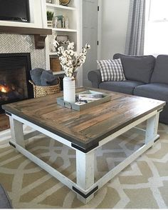 Pallets, scrap wood and an afternoon to kill was what made this gorgeous DIY coffee table! Isn't this gorgeous! Angela Rose from shared her awesome creation her and husband built and it is such a stunner! Diy Coffee Table, Coffee Table With Storage, Diy Table, Table Storage, Coffee Cups, Dining Table, Scrap Wood Projects, Diy Furniture Projects, Home Furniture