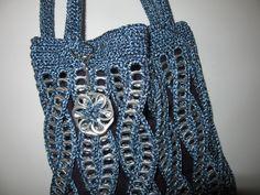 Door mij gehaakte tas, met treklipjes - eigen ontwerp.