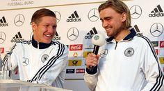 Zuversicht bei Bastian Schweinsteiger (l.) und Marcel Schmelzer an der Medienkonferenz vor dem