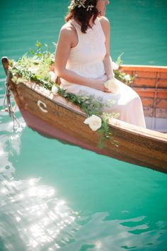 Canoe e-sesh: http://www.stylemepretty.com/destination-weddings/2014/08/19/enchanting-italian-lake-engagement/ | Photography: Sandra Aberg - http://wedding.sandraaberg.com/