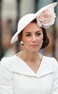 The Duchess of Cambridge wearing oversized pearl earrings along with her Mappin & Webb diamond pendant at the Trooping the Colour ceremony in 2016.