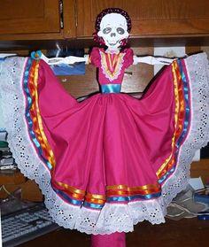 como vestir una catrina   Calaveras con vestidos regionales de tela.