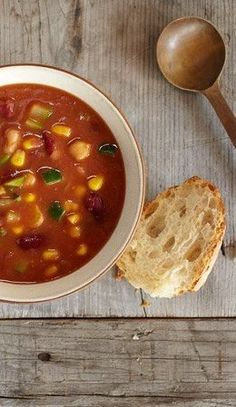 Homemade Minestrone Soup | Vitamix Vitamix Soup Recipes, Blender Recipes, Vegetarian Recipes, Dinner This Week, Dinner Options, The Help, Meal Planning, Dinner Recipes, Cooking