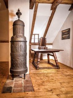 Das 250 Jahre alte Rauchstubenhaus verleiht deiner Hochzeit den gewissen Flair. #gaisrieglhof #schlossobermayerhofen #heiratenintracht Lighting, Home Decor, Environment, Smoking, Getting Married, Wedding, House, Decoration Home, Light Fixtures