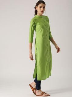 15 Office Wear Kurta Designs for Women Kurtas for office or your work not just make you look presentable but also keeps you comfortable all though the day. So, that you can only focus on your work. Kurta and kurti is a traditional wear … New Kurti Designs, Simple Kurta Designs, Kurta Designs Women, Blouse Designs, Office Outfits Women, Office Fashion Women, Outfit Office, Office Uniform, Outfit Work