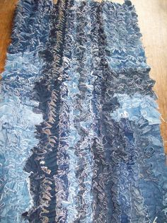 Creative and Cool Ways To Reuse Old Denim. Area Rug made from old denim jeansgot old jeans that need refreshing!Area Rug made from old denim jeansgot old jeans that need refreshing! Jean Crafts, Denim Crafts, Fabric Crafts, Sewing Crafts, Do It Yourself Inspiration, Denim Ideas, Recycled Denim, Rag Quilt, Quilt Art