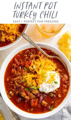 This Instant Pot turkey chili is about to become your new favorite chili ever! Healthy, filling, and flavorful with just a hint of heat without being too spicy, the Instant Pot lets it simmer for a rich flavor with no hovering over the stovetop. Easy to make and perfect for fall, tailgating, and parties. #chili #pressurecooker #instantpot #healthy Healthy Soup Recipes, Gf Recipes, Kitchen Recipes, Whole Food Recipes, Chili Recipes, Healthy Food, Cooking Recipes, Healthy Ground Turkey, Large Family Meals