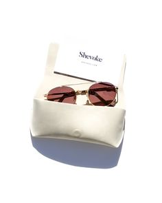 Shevoke is your shortcut to notoriously cool frames worn by the heavy weights of the fashion world & on a global scale. Designed in Australia by Lisa Hyde, who saw a gap in the market for trend forward, designer eyewear at an affordable price Flat Lay Photography, Film Photography, Fashion Photography, Sunglasses Store, Sunglasses Case, Color Lenses, Celebrity Outfits, Vintage Frames, Eyeglasses