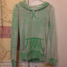 Billabong mint green hoodie Xs, lightly used, good condition, the perfect light hoodie for those summer nights Billabong Sweaters