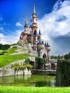 Disneyland Paris Photos - Disneyland® Paris in Chessy, Île-de-France Disneyland Paris, Paris Travel, France Travel, Places To Travel, Places To See, A Day In Paris, Monuments, Paris Photos, Beautiful Places To Visit