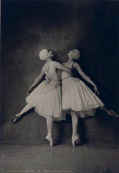 Apollo Musagète: Lubov Tchernicheva and Felia Doubrovska (Source Bnf), 1928.