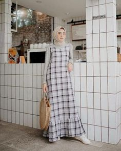 Style Hijab Overall - MainMata Studio Hijab Style Dress, Modest Fashion Hijab, Modern Hijab Fashion, Muslim Women Fashion, Casual Hijab Outfit, Islamic Fashion, Hijab Chic, Fashion Muslimah, Moslem Fashion