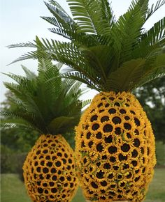 Super-sized pineapple decor made with sunflowers and palm leaves. Charming!