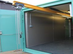 Shipping Container Sheds: The perfect option for your garden – Modern Home Shipping Container Workshop, Shipping Container Storage, Shipping Container Buildings, Container Shop, Container Design, Sea Containers, Storage Containers, Garage Lift, Gantry Crane