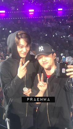 Image shared by マルタ. Find images and videos about cute, exo and baekhyun on We Heart It - the app to get lost in what you love. Kaisoo, Kyungsoo, Chanyeol, Taeyong, Sekai Exo, Exo Couple, Exo Album, Exo Concert, Cute Romance