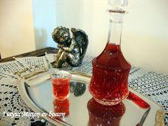 Wine Decanter, Hot Sauce Bottles, Barware, Drinks, Food, Drinking, Beverages, Wine Carafe, Essen