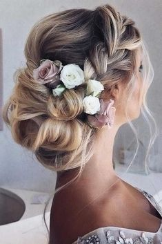 60 Sophisticated Prom Hair Updos Mind-Blowing French Crown Braids Updos ❤ See our collection of elegant prom hair updos, as this important event is approaching and you need to start preparing. Catch some inspiration! Bun Updo, Braided Updo, Updo Curls, Braided Crown, Medium Hair Styles, Curly Hair Styles, Box Braids Hairstyles, Hairstyles Haircuts, Hairstyle Ideas