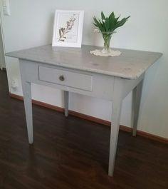 Maalaisromanttinen 1-laatikkoinen pöytä, aarrerati.fi-verkkokauppa
