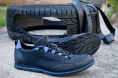 The Coolest And Stunning Ways To Upcycle Reuse Old Tires And Tire Rubbers - Crafts Zen Reuse Old Tires, Reuse Recycle, Used Tires, Felt Shoes, How To Make Shoes, Leather Working, Leather Craft, Diy Clothes, Leather Shoes