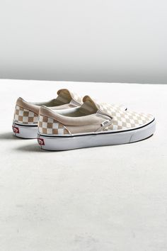 detailed look f6802 38bdf Examine looks  attire to check out the best way to wear with Slip-on  Sneakers. slip on sneakers outfit summer