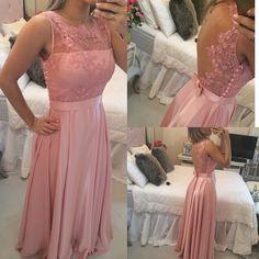 (ESGOTADO ) disponível em vermelho, Branco ou preto e em outras rendas no Rosa  clássico, simples e lindo! #longdress #lace #pearls