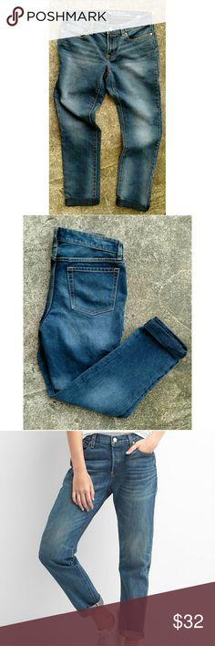 "NWOT Gap boyfriend rolled cuff jeans. Sz 2 Never worn. Tolled cuff boyfriend fit ankle jeans from Gap Waist 30"" Rise 8"" Inseam 26"" GAP Jeans Ankle & Cropped"