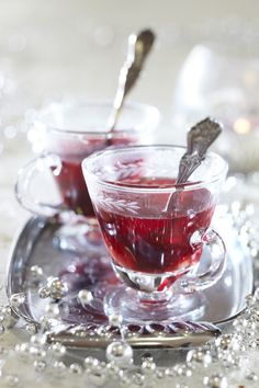 red and silver tea Christmas Cocktails, Mulled Wine, Christmas Mood, Christmas Inspiration, Favorite Holiday, Punch Bowls, Christmas Cookies, Yummy Treats, Great Recipes