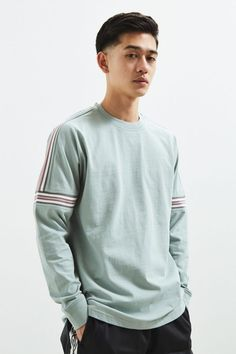 Shop UO Ribbed Drop Shoulder Long Sleeve Tee at Urban Outfitters today. We carry all the latest styles, colors and brands for you to choose from right here. Smart Hairstyles, Mens Hairstyles Fade, Cool Hairstyles For Men, Haircuts For Men, Men's Hairstyles, Asian Man Haircut, Asian Men Hairstyle, Japanese Hairstyle, Haircut For Big Forehead