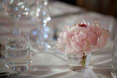 JOTAIN VAALEANPUNAISTA: juhlapaikka Table Decorations, Wedding, Furniture, Home Decor, Valentines Day Weddings, Decoration Home, Room Decor, Home Furnishings, Weddings