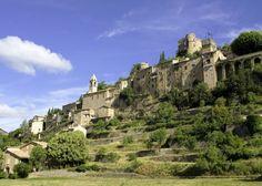 """Montbrun les Bains, classé parmi les """"Plus beaux villages de France"""", en Drôme provençale"""