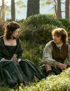 Jamie offers marriage to protect Claire 1x6
