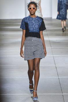 Michael van der Ham Spring 2015 – RTW Runway – Vogue, mixed fabrics, cropped sleeved top worn over