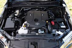TOYOTA FORTUNER DÒNG XE CỦA THỜI ĐẠI MỚI  Được mệnh danh là dòng xe ăn khách nhất mọi thời đại, ngay từ khi ra đời cái tên Toyota Fortuner đã tại ên được sức hút mạn mẽ đối với đông đảo các đối tượng khách hàng yêu xe khắp thế giới. Tính đến thời điểm hiện này dường như trong cuộc đua chiếm lĩnh thị trường, Fortuner vẫn luôn chiếm ưu thế nổi bật hơn hẳn.