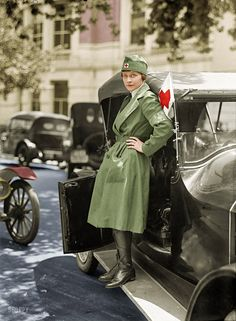 """Shorpy Historical Photo Archive: """"Help"""" Washington, D.C. Red Cross Motor Corps. First aid has arrived, by way of West Virginia. (Colorized Photo). 1917."""